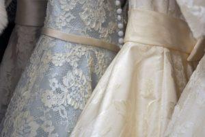 eleganckie modele ślubnych sukni z wystawy